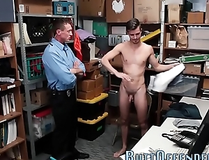 Amateur gets ass fucked