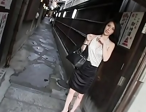 beautiful japanese lady fuck and lick in a motor