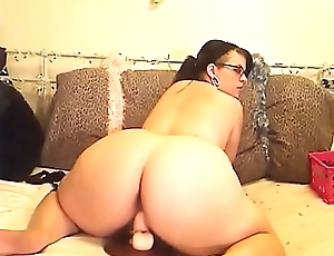 Cute BBW Riding Her Vibrator On Cam