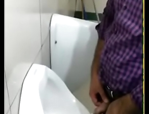 indian metro station public toilet pissing spy video.MP4