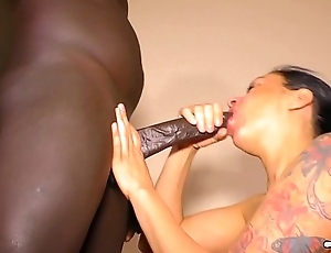 HAUSFRAU FICKEN - Black-haired German cheating wife Mareen Deluxe enjoys sucking