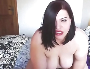 Italian BBW with juicy booty ass masturbates