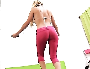 Round ASS Blonde BUSTY TEEN Sexy CAMELTOE while WorkingOut