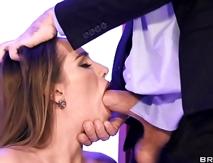 Hot wife in leather serving-wench blows hubby in the date