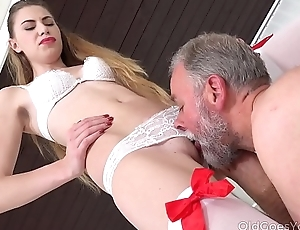 Old Goes Young - Old man bangs a sexy babe on the phrase